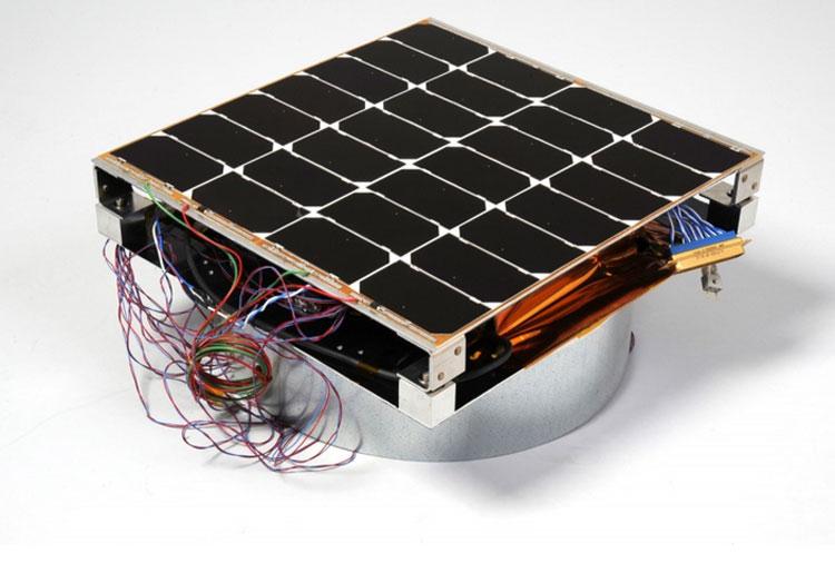 Опытный фотоэлектрический модуль с радиочастотной антенной (NRL)
