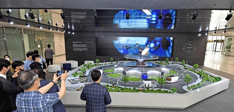 Hyundai показала футуристическую модель системы общественного транспорта