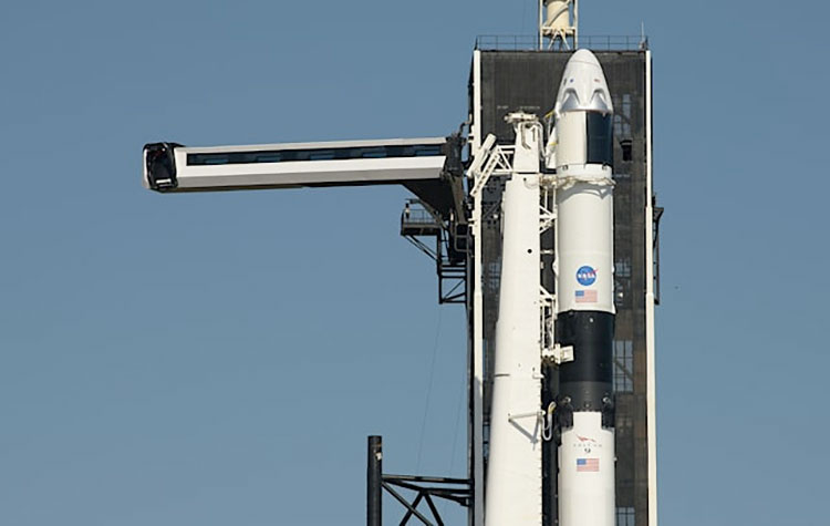 SpaceX удачно  проверила  Falcon 9 перед запуском Crew Dragon