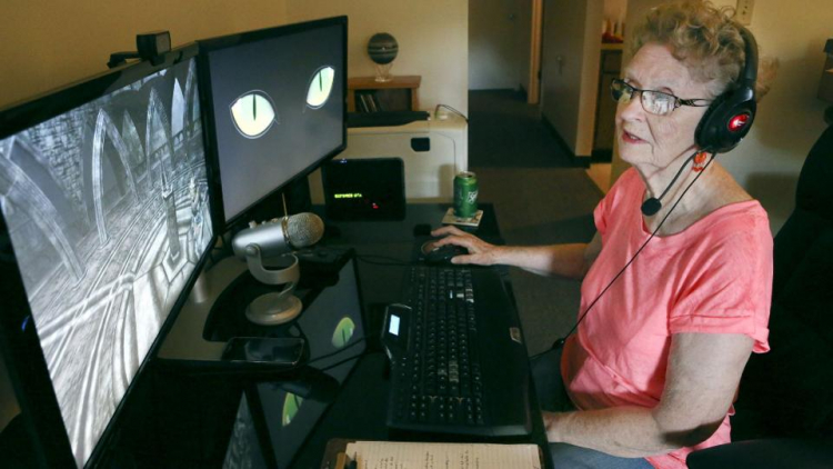 «Давление сходит с ума»: здоровье бабушки, записывающей ролики по TES V: Skyrim, пошатнулось из-за комментариев на YouTube