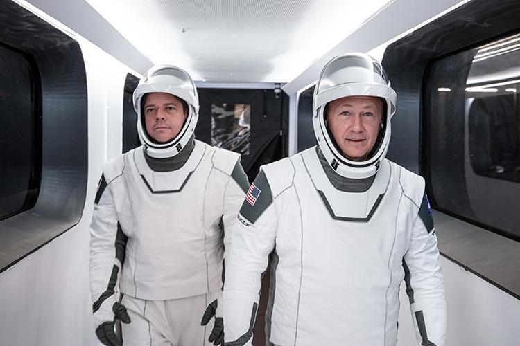 Астронавты Боб Бенкен (слева) и Даг Херли (справа)
