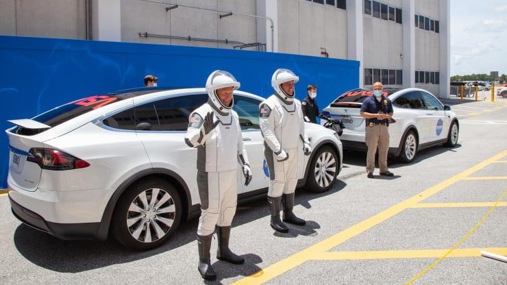Tesla временно командировала 20 инженеров в аэрокосмическую компанию SpaceX