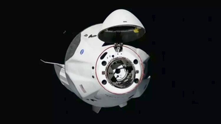 Новая веха для SpaceX: Crew Dragon успешно состыковался с МКС