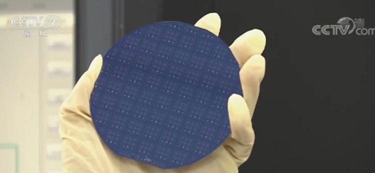100-мм кремниевая пластина с массивами порядочееных углеродных нанотрубок (CCTV)
