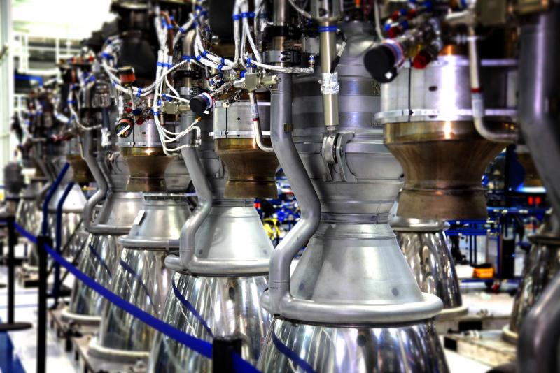Двигатели Merlin-1C для первой ступени ракеты-носителя Falcon 9 на заводе в Хоторне. Фото SpaceX
