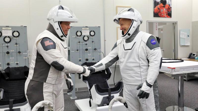SpaceX продемонстрировал новый подход к конструированию скафандров. Фото NASA