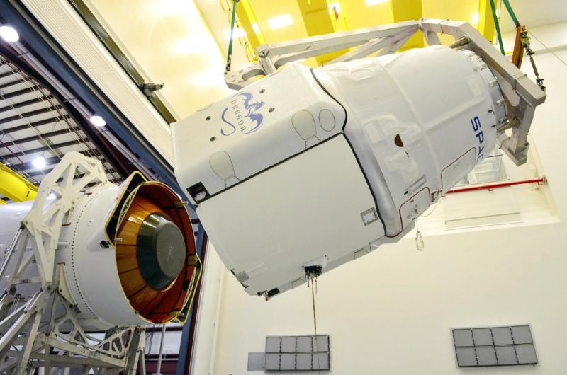 По словам Маска, подготовка первой повторной миссии Falcon-9 — Dragon по доставке грузов на МКС обошлась примерно в ту же сумму, что изготовление нового корабля. Фото SpaceX