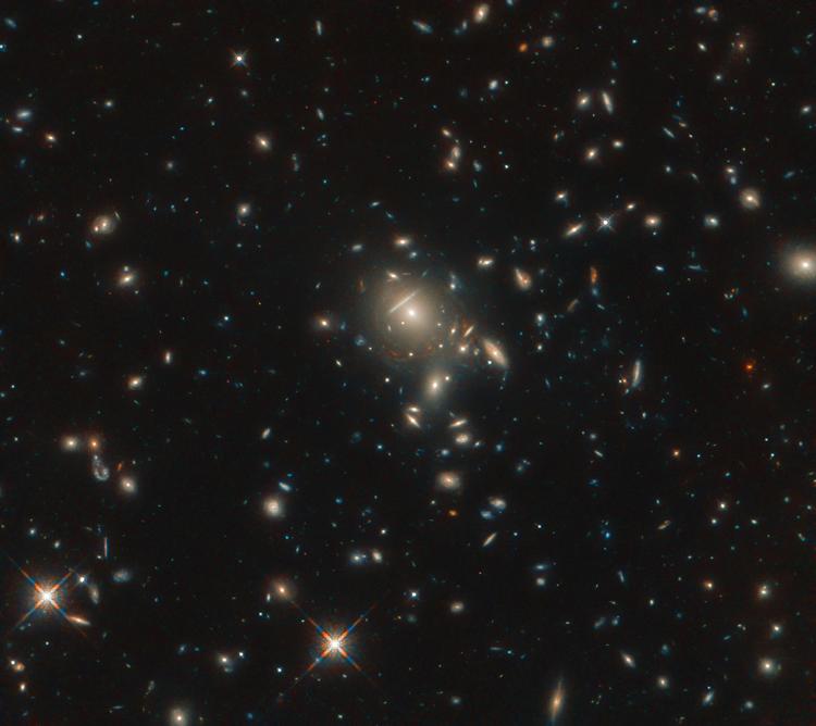Фото дня: яркая галактика со вспышкой звёздообразования