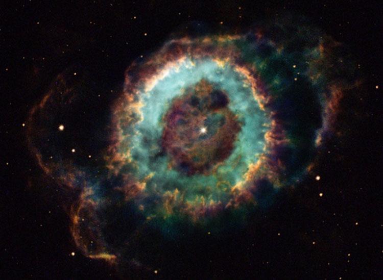 Планетарная туманность NGC 6369 в созвездии Змееносец (NASA and The Hubble Heritage Team)
