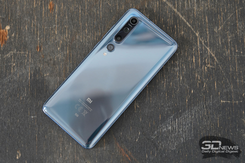 Xiaomi Mi 10, задняя панель: блок из четырех камер и двойной светодиодной вспышки