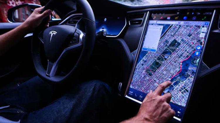 В США начато расследование по факту отказов сенсорных экранов в Tesla Model S