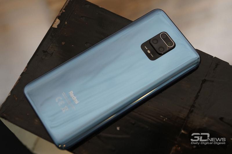 Xiaomi Redmi Note 9S, задняя панель: блок с четырьмя камерами, вспышка