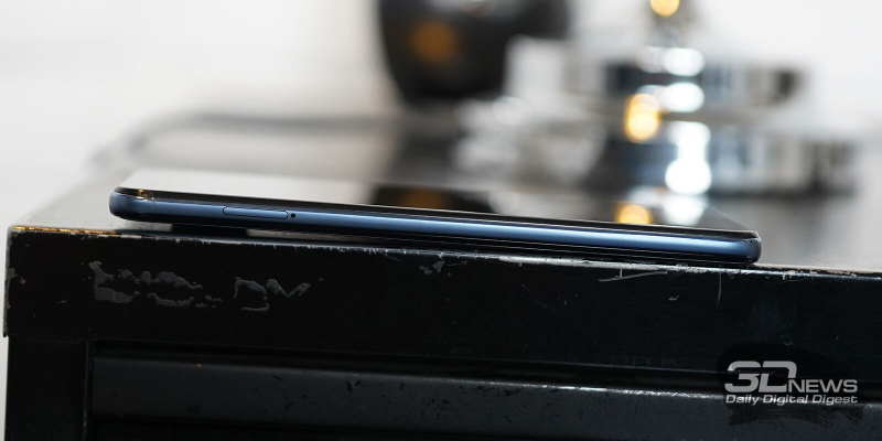 Xiaomi Redmi Note 9 Pro, левая грань: слот для карточек nano-SIM и карты памяти