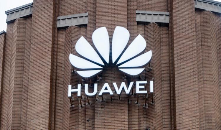 США официально объявили Huawei иZTE угрозой государственной  безопасности