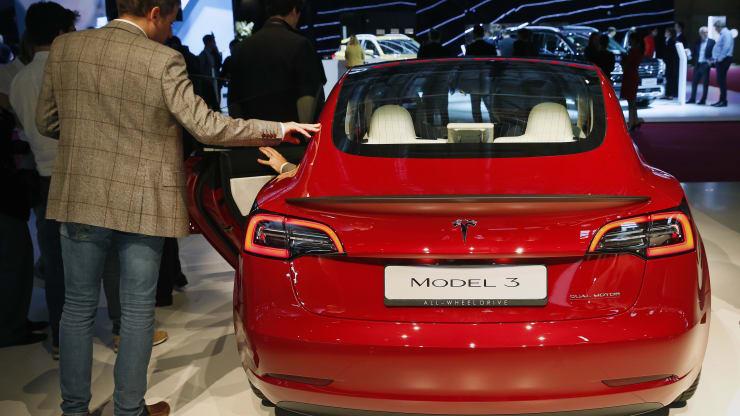 Акционерам Tesla посоветовали исключить Илона Маска из совета директоров компании. Его подозревают в незаконном обогащении