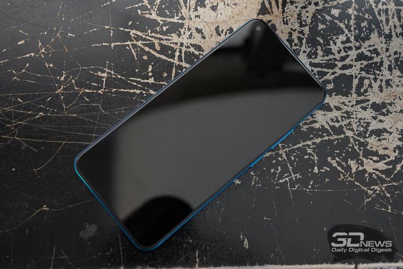 vivo Y30, лицевая панель: фронтальная камера в углу экрана, под верхней кромкой по центру — разговорный динамик