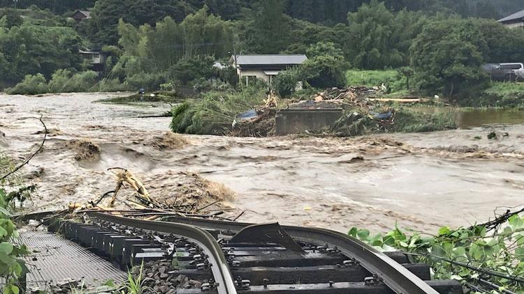 Разбушевавшаяся водная стихия в Японии (Kyodo)