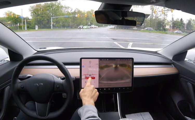 Автопилот выходит на новый уровень: электромобили Tesla смогут обходиться без водителя к концу года