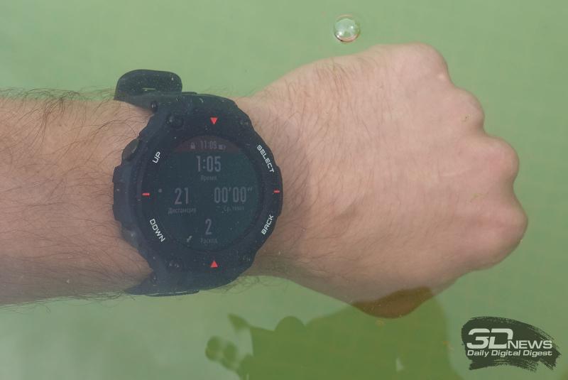 Работа часов Amazfit T-Rex под водой