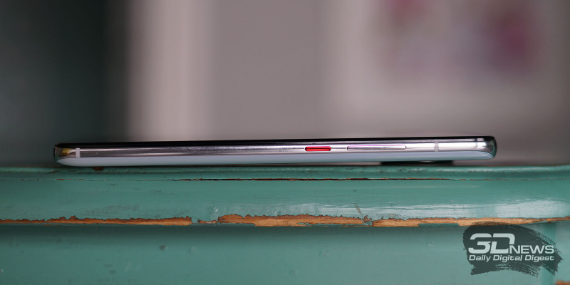 Xiaomi POCO F2 Pro, правая грань: клавиши включения/блокировки и регулировки громкости
