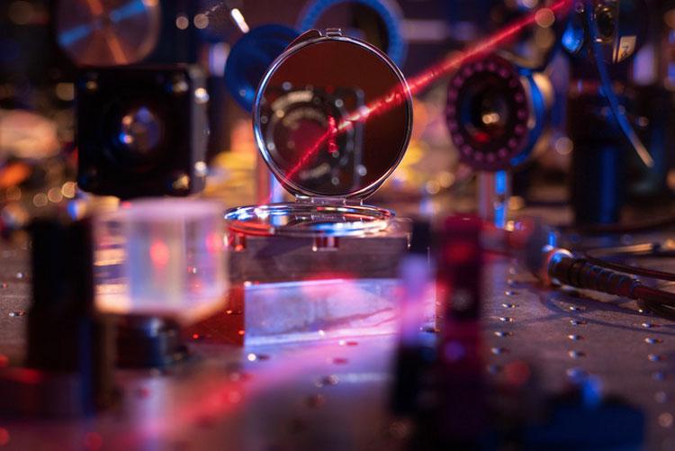 Часть установки по созданию нанозеркала (Max Planck Institute of Quantum Optics)