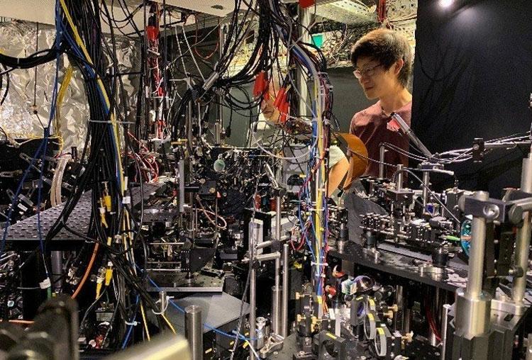 Для создания зеркала диаметром семь микрон понадобилось 2 тонны оборудования (Max Planck Institute of Quantum Optics)