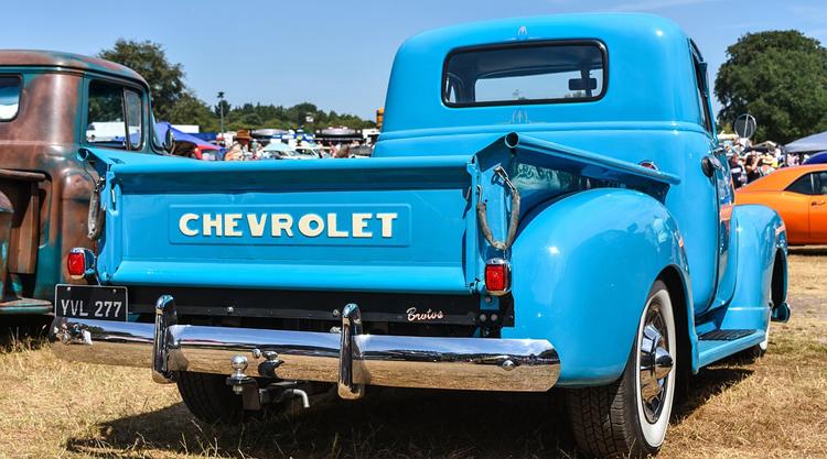 """Электрический пикап Chevrolet с запасом хода более 640 км угрожает господству Tesla Cybertruck"""""""