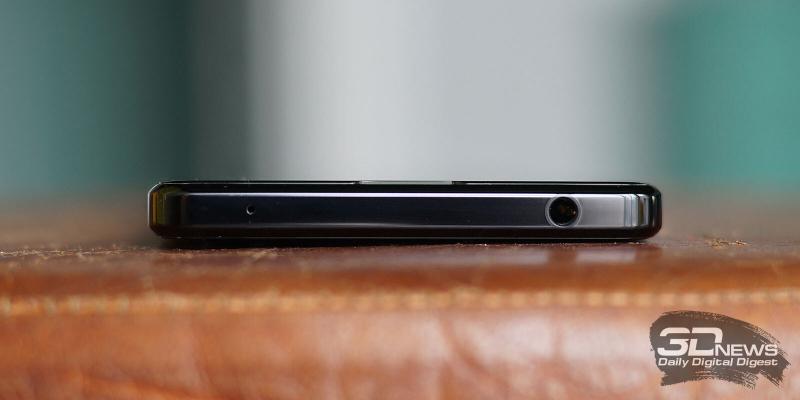 Sony Xperia 1 II, верхняя грань: мини-джек и микрофон