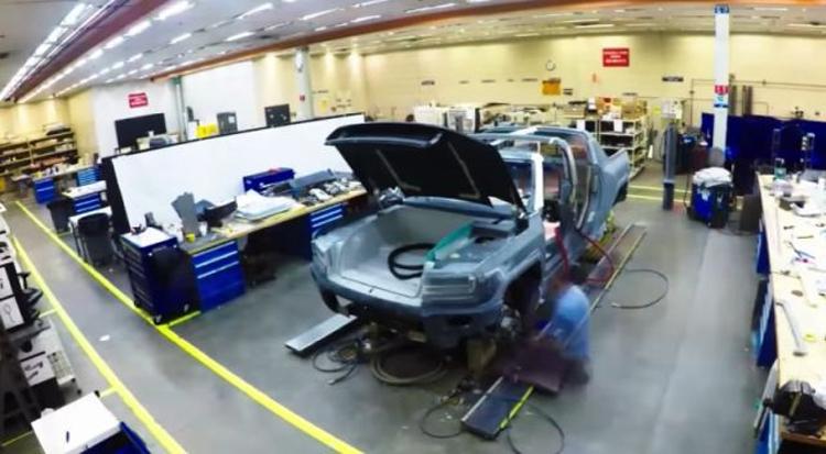 Видео: электрический Hummer с 1000 «лошадей» выйдет в виде внедорожника и пикапа