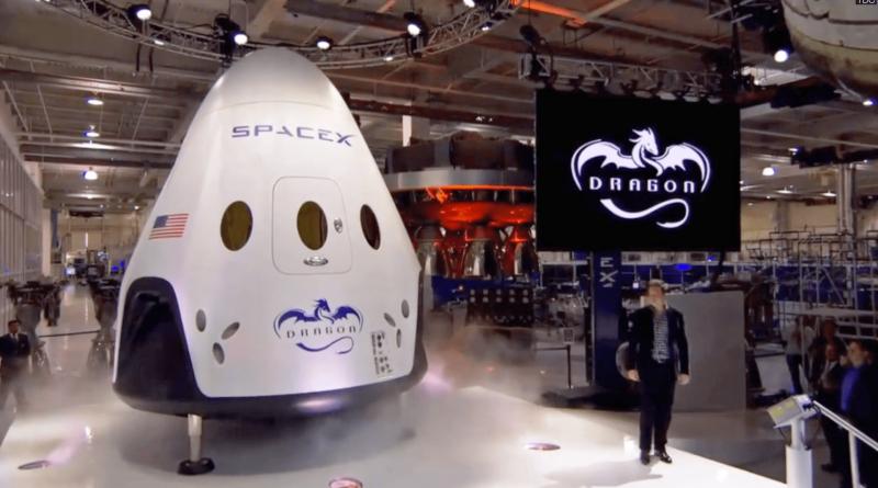 Илон Маск презентует корабль Dragon 2, оснащенный реактивной системой посадки. Фото SpaceX