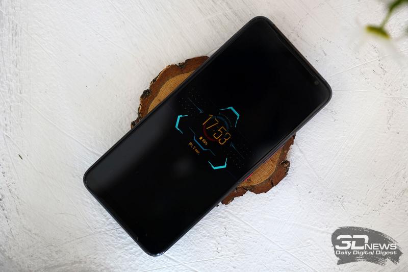 ASUS ROG Phone 3, лицевая панель: два динамика по обе стороны от экрана, возле верхнего – датчик освещенности, индикатор состояния и фронтальная камера