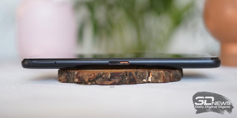 ASUS ROG Phone 3, левая грань: аксессуарный разъем, совмещенный со вторым портом USB Type-C и слот для двух nano-SIM