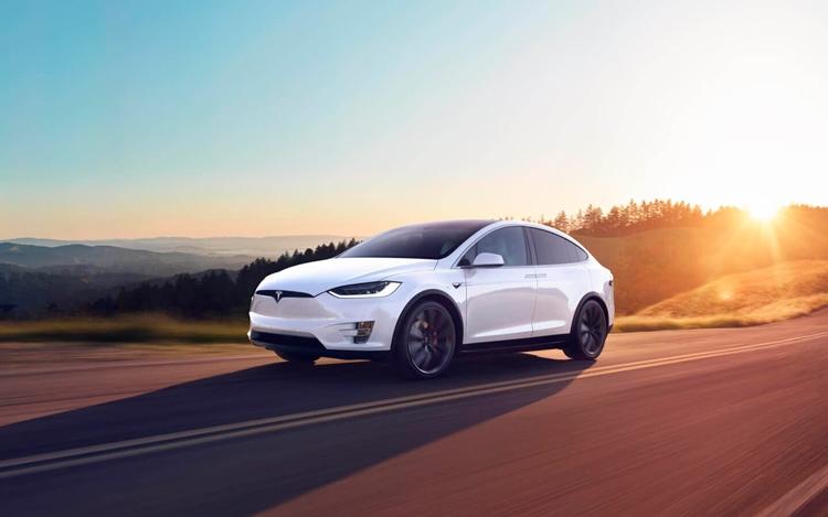 Наибольшей популярностью среди машин марки Tesla в России пользуется кроссовер Model X