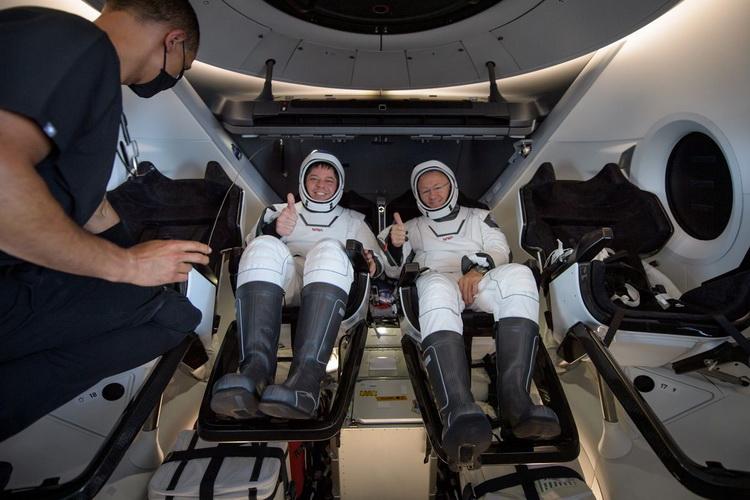 Астронавты NASA поделились впечатлениями от полёта и посадки SpaceX Crew Dragon: корабль готов к регулярным полётам