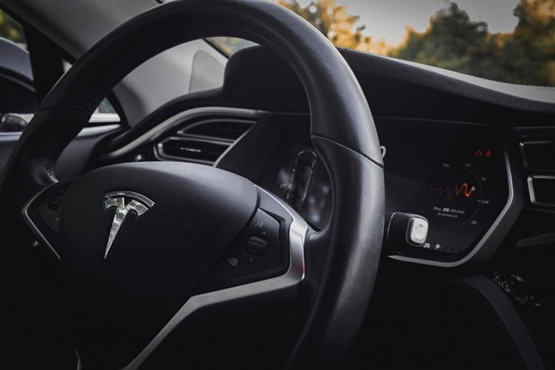 Tesla запустит в Китае услугу автострахования, учитывающую стиль вождения