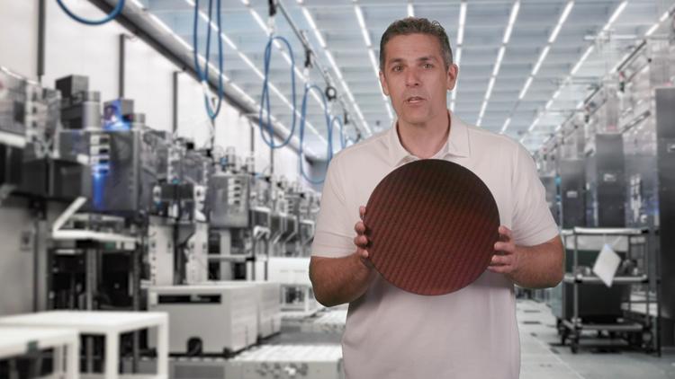 Полупроводниковая пластина с процессорами Intel Tiger Lake