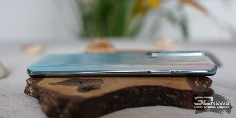 Tecno Camon 15 Pro, левая грань: слот для SIM-карт и карты памяти microSD
