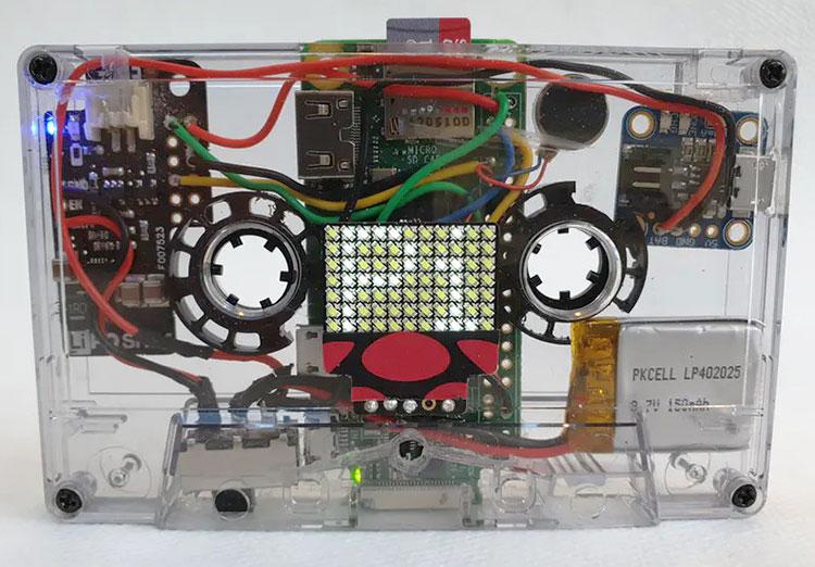 Видео дня: старая аудиокассета как корпус для компьютера Raspberry Pi Zero с батареей