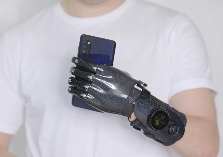 Часы Samsung Galaxy Watch стали частью российских бионических протезов «Моторика»