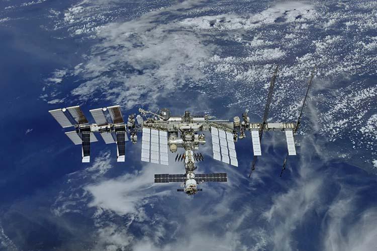 На МКС произошла утечка воздуха. Весь экипаж укрылся в российском сегменте станции