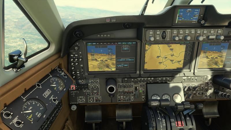 На самолётной панели каждую кнопку можно нажать, каждый рычажок повернуть. Даже экраны мониторов можно выключить. Главное, экспериментировать не в воздухе…
