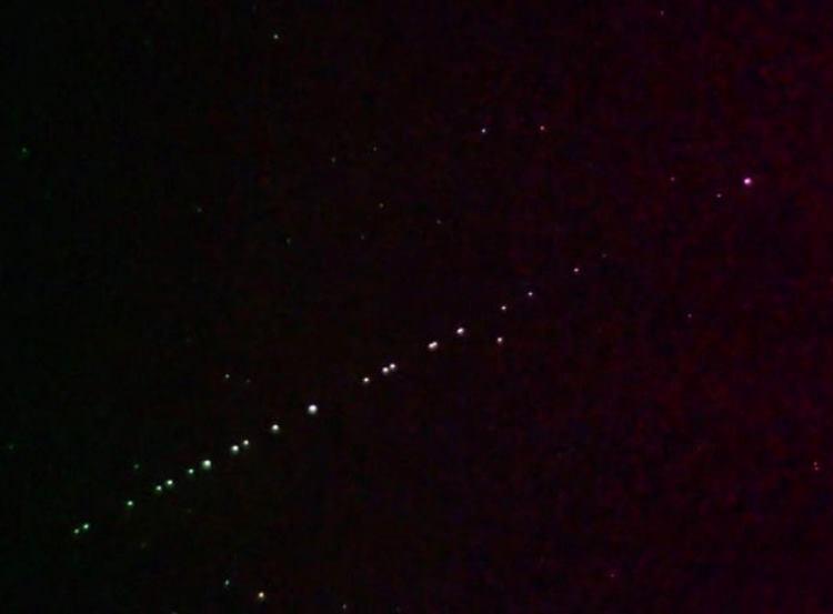 Спутники Starlink в ночном небе