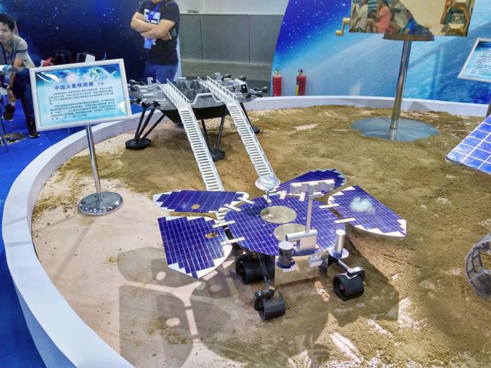 Макет китайского марсохода и посадочной ступени. Фото ЕКА