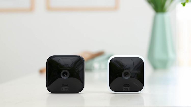 Amazon представила камеры видеонаблюдения Blink для помещения и улицы