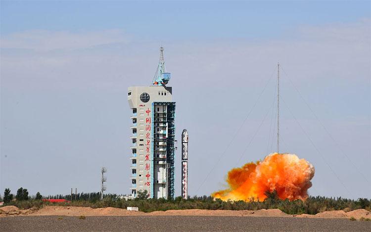 Запуск оптического спутника дистанционного зондирования с космодрома Цзюцюань в августе (Wang Jiangbo/Zuma Press)