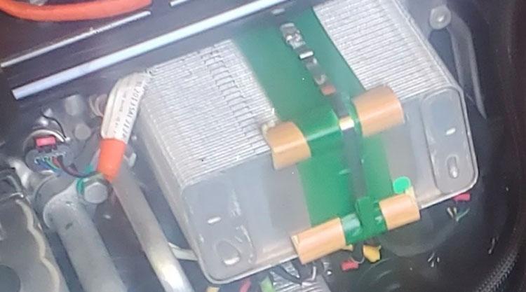 Другой владелец Tesla Model Y поделился фотографией своего LCC с деревянными брусками, GeezerSquid/Tesla Motors Club