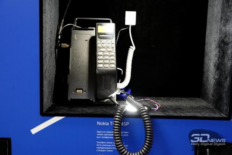 Автомобильный сотовый телефон Nokia
