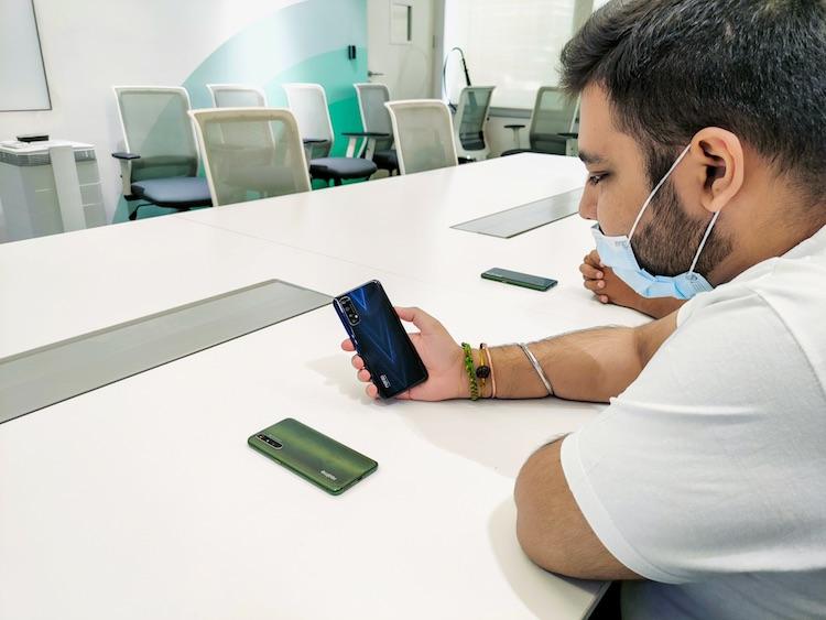 Смартфон среднего уровня Realme Narzo 20 Pro показался на живых фото