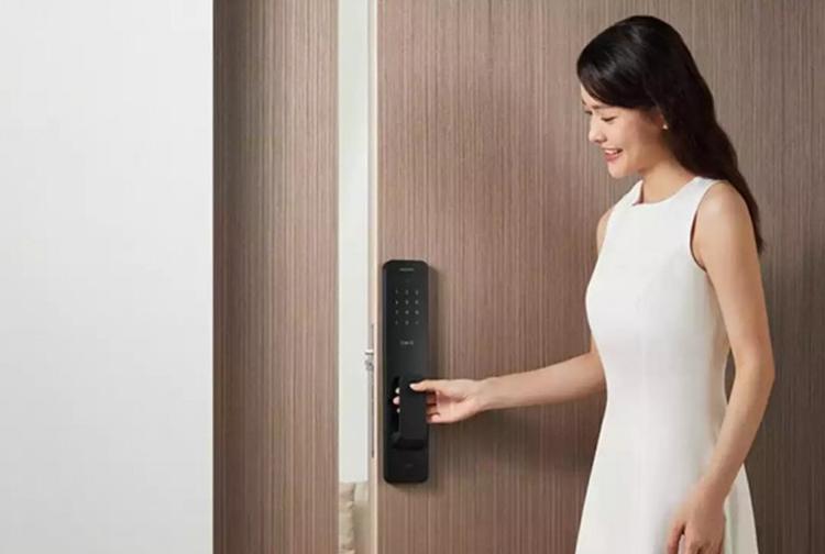 Xiaomi создала умный замок, который может отворить дверь без касаний