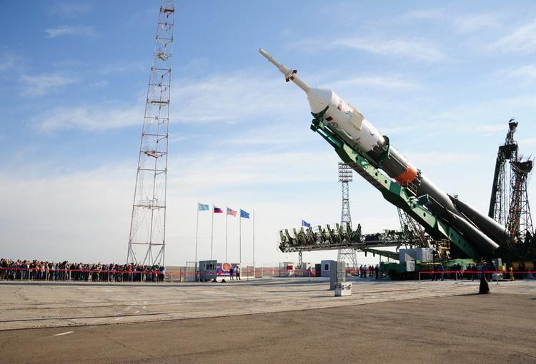 Россия решила опередить США, и первой снять фильм в космосе